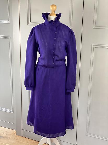 Vintage 80s purple dress with large ruffle collar. UK10/12