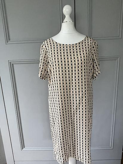 Yolke silk patterned dress Uk 8-12