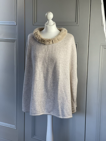 N Pearl cashmere cape with rabbit fur
