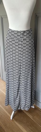 Mint Velvet black and white shell skirt UK 16