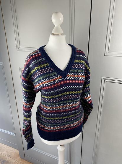 Vintage wool cottage core style v neck jumper UK8-12
