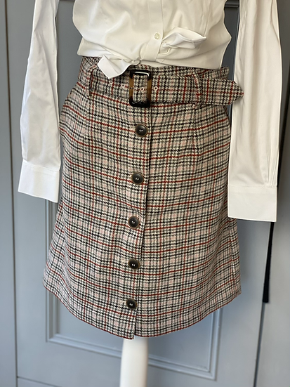New wool tweed short skirt with pockets and belt. UK10