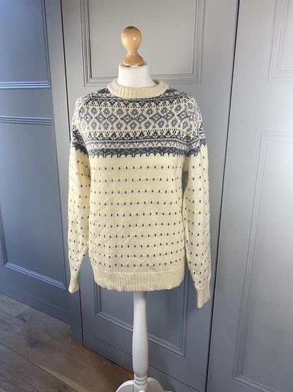 Vintage wool cream/grey sweater. M/L