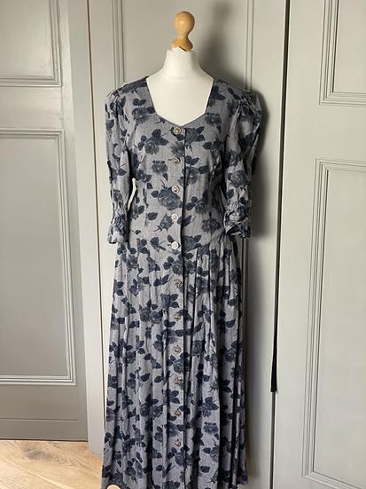Vintage Austrian heavy linen cotton floral dress. Uk10/12