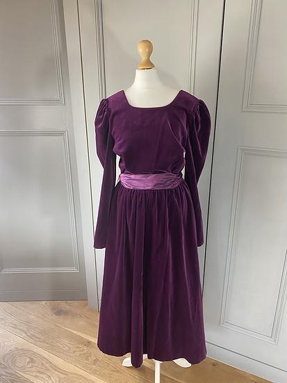 Vintage Marion Donaldson plum velvet dress. 10/12