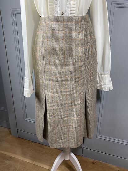 Vintage wool tweed skirt UK8/10