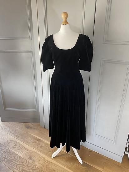Vintage laura Ashley black velvet dress. Modern 10/12