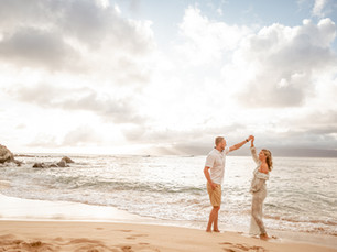Getting the wardrobe right: Guide to flawless sunset beach portraits in Maui, Hawaii