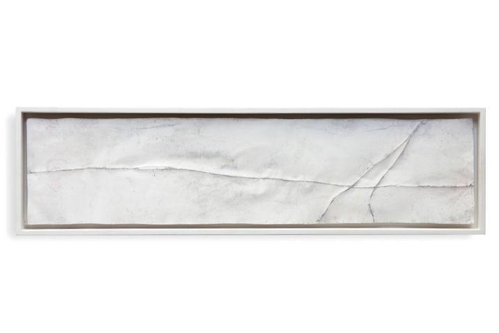 Abguss einer ziselierten,  geglühten Kupfermatrize, Gips, Holz, 21 x 75 cm