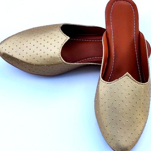 Golden dotted slipper