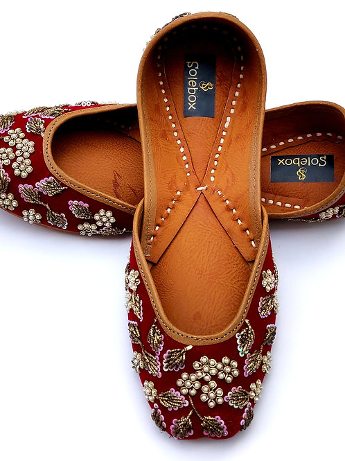 Maroon embroidered jutti