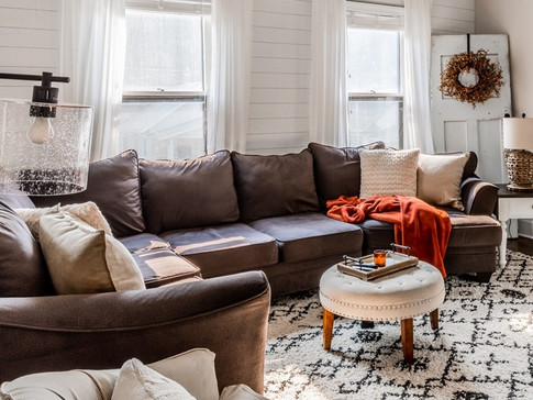 Farmhouse lving room with