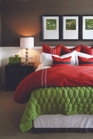 iStock_000008784674_Bedroom_Red_Green_Wh