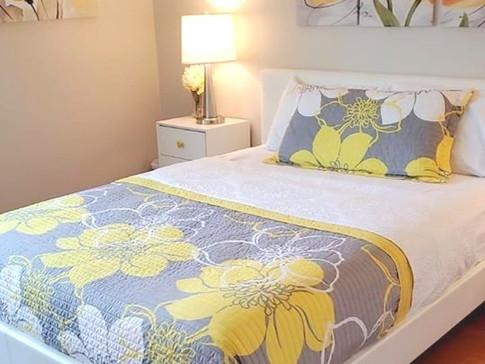 Cheery teen girls room design