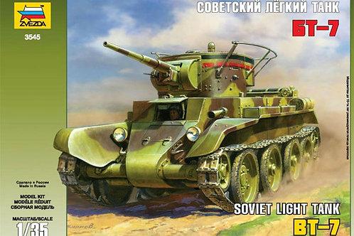 Zvezda - BT-7 Soviet Light Tank with Crew 1/35