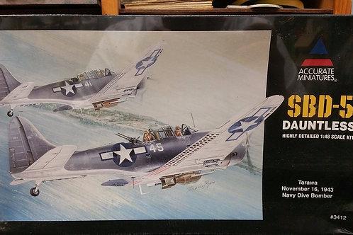 Accurate Miniatures - US Navy SBD-5 Dauntless 1/48