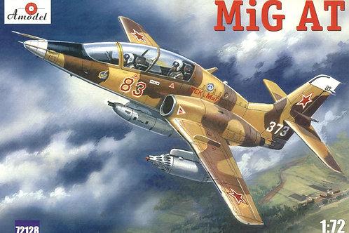 Amodel - Mikoyan MiG-AT 1/72