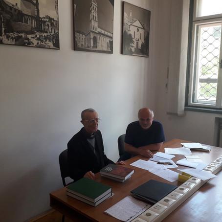 Arhivsko istraživanje u Nadbiskupskom arhivu u Splitu  - M. Akmadža i ravnatelj arhiva