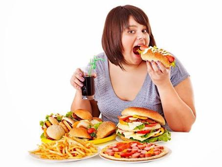 ダイエットしてるのに暴飲暴食をしてしまうワケ