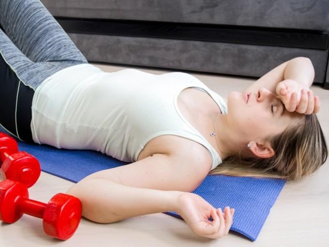 トレーニング疲れの女性