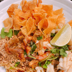 Thai Style Dried Egg Noodle (Seafood and Pork)