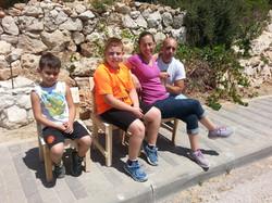 בונים כסאות לכל המשפחה