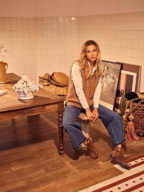 131730 Martina Sustainable Shirt - 139770 Zahra Knit Slipover - 140550 Reem Vera Jeans_1-3