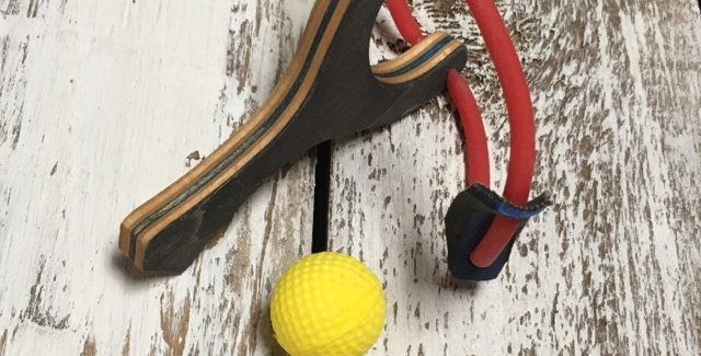 Mini-Slingshot en skateboard recyclé