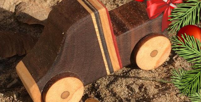 Petit pick-up en bois & skateboard recyclé