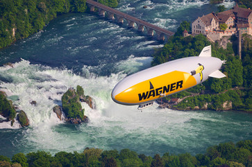 Zeppelin über dem Rheinfall Achim Mende