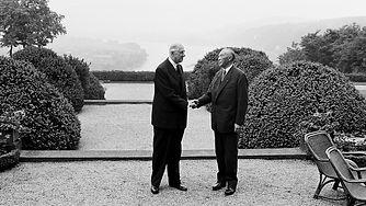 093_Adenauer_de Gaulle_Handschlag.jpg