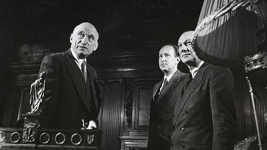 Favorit_130_Robert Schuman_mit Mitarbeitern.jpg