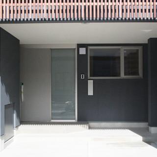 駐車場と玄関アプローチ