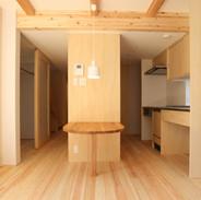 キッチンは造作 統一感を出すのにシナ合板を使用