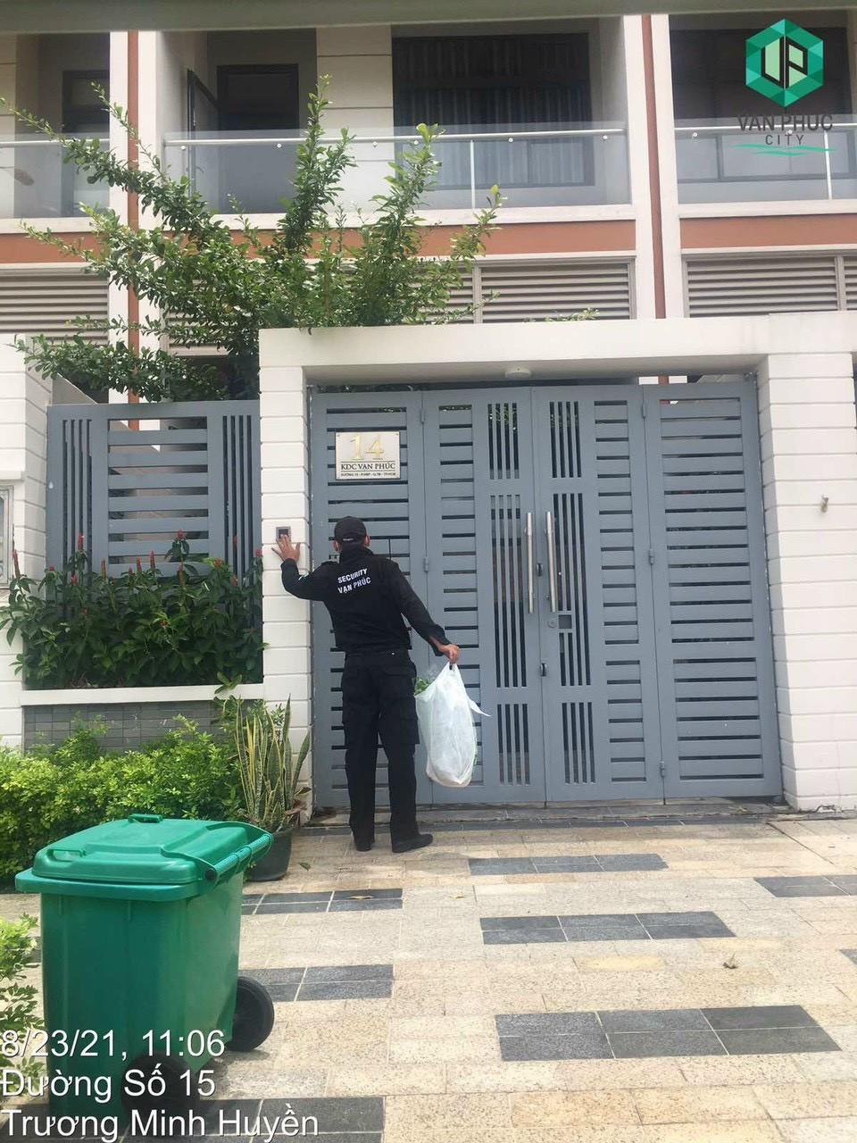 An ninh Khu đô thị Vạn Phúc hỗ trợ giao thực phẩm thiết yếu tại Khu đô thị