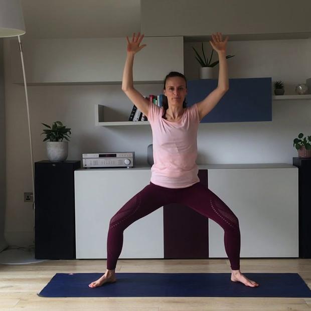 Yoga to tone the glutes & hamstrings | 15 mins | Consuelo Yoga