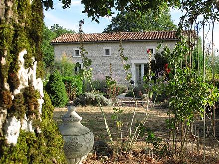 Design Cottage original stone at Bois Blanc holiday venue in the cognac vinesworkers cottage