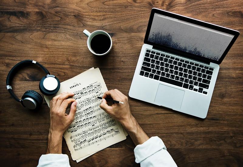 איך לכתוב שיר