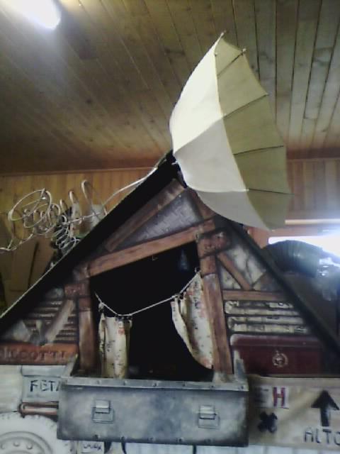 Tetto con antenna Topomosca