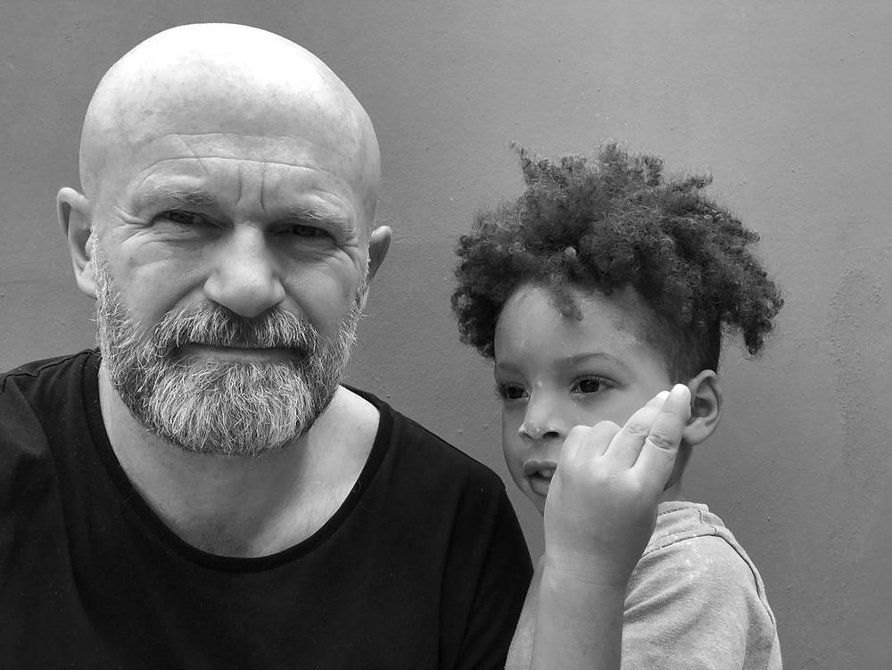 life coach Eddy Smits next to happy child