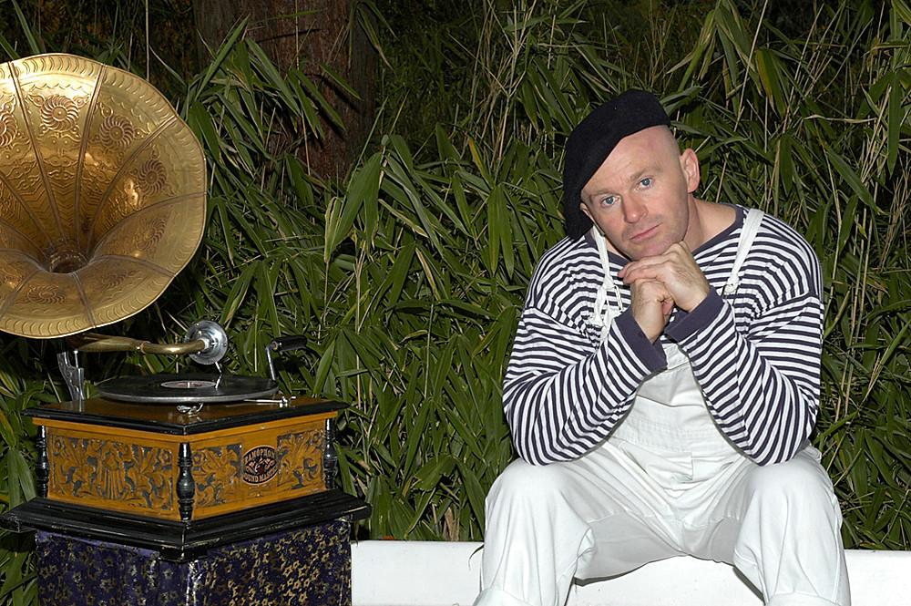 life coach Eddy Smits in striped shirt
