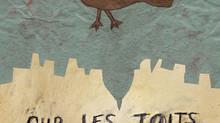 Des oiseaux perchés observent le monde passé.