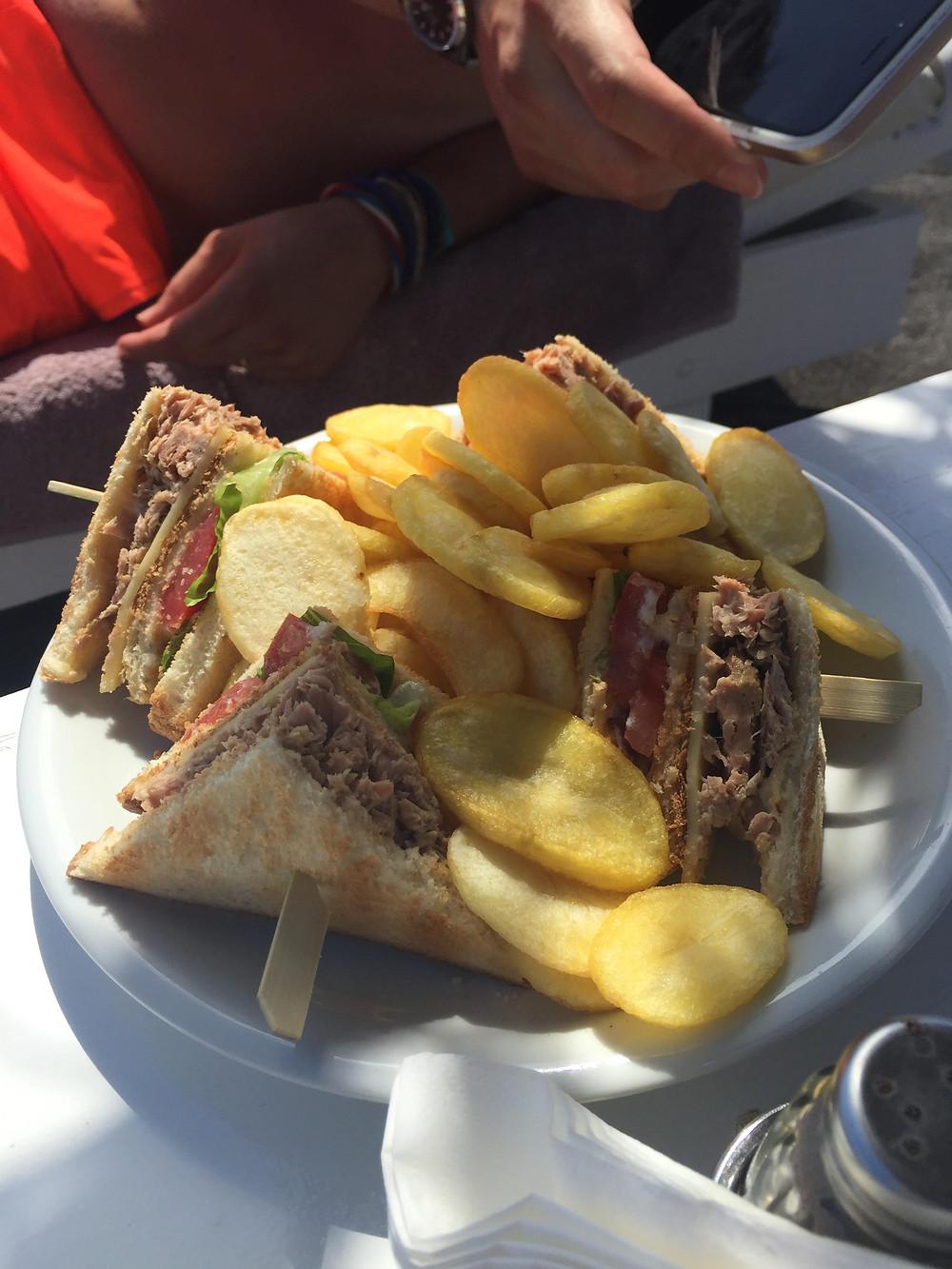 pranzo in spiaggia a Perivolos