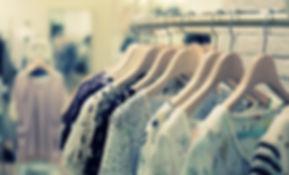 Одежда на стойке