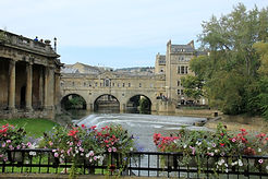 Pulteney Bridge in Bath with the horseshoe weir in front of it