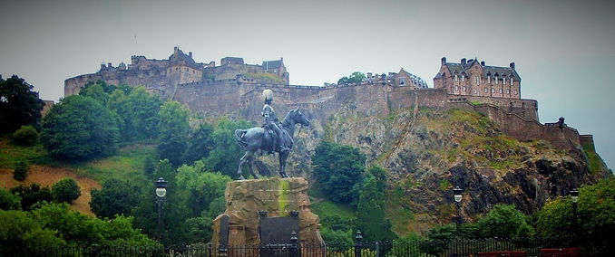 edinburgh castle from princes street edinburgh