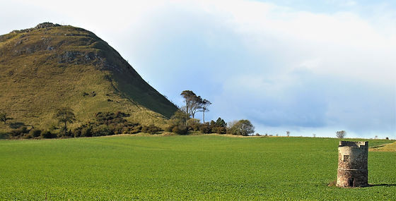 Do'cot at foot of Berwick Law