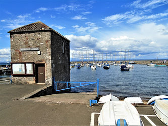 Fisherrow Harbour Musselburgh.JPG