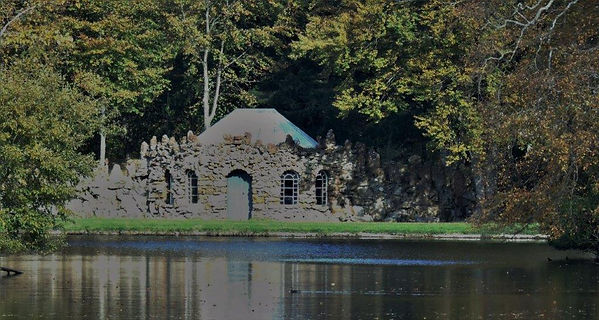 Gosford House Curling House at Lake.JPG