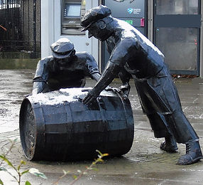 Draymen Whisky Barrel Statue Edinburgh
